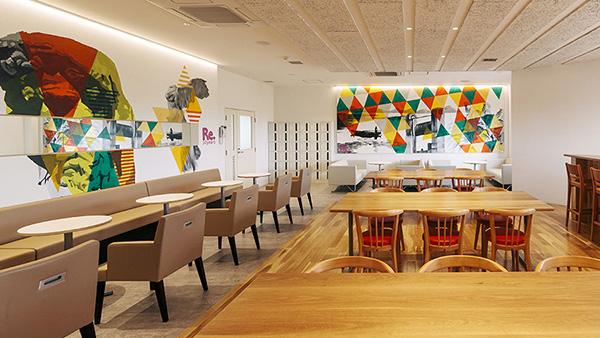 社員食堂、ロッカールームをリニューアル